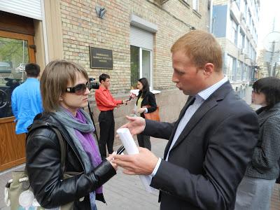 М. Азаров не прийшов на зустріч до громадськості