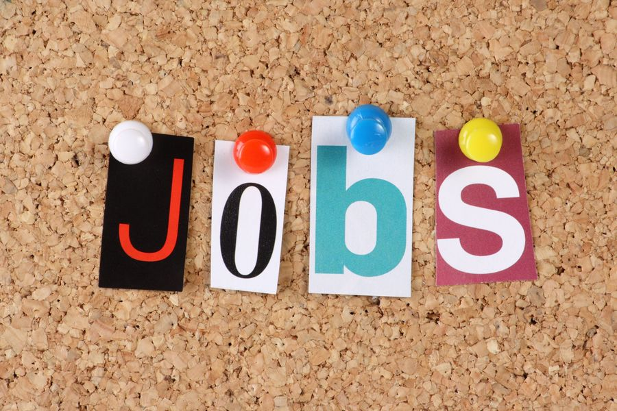 The word Jobs in cut out magazine letters вакансія
