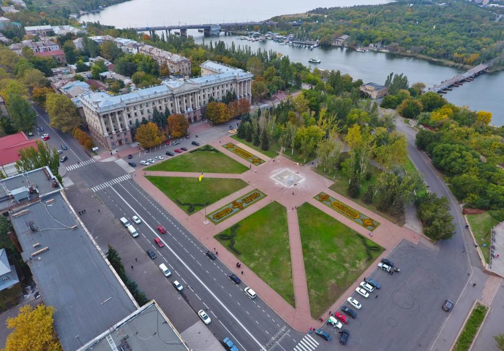 Загальний вигляд головної площі міста