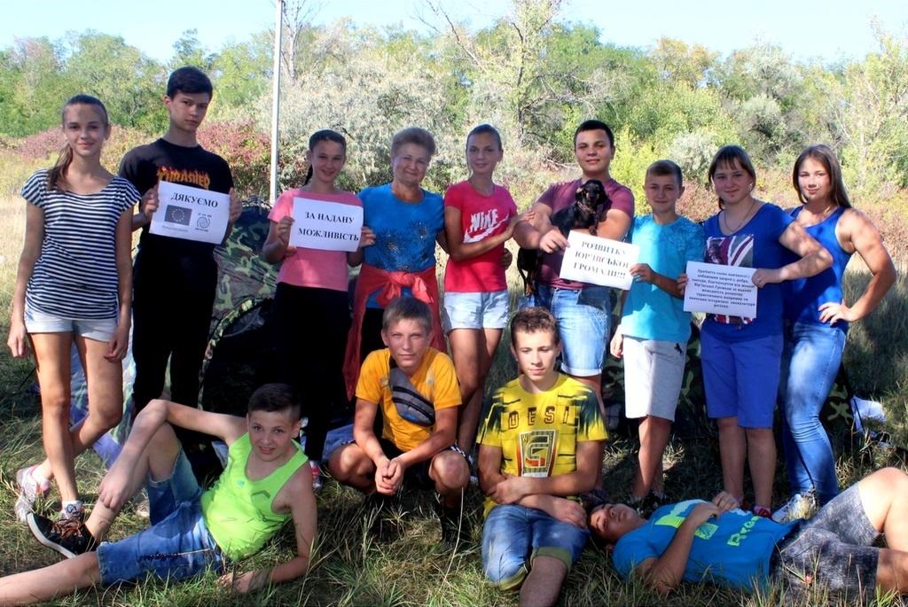 На фото: молодь Юр'ївської громади у туристичному поході