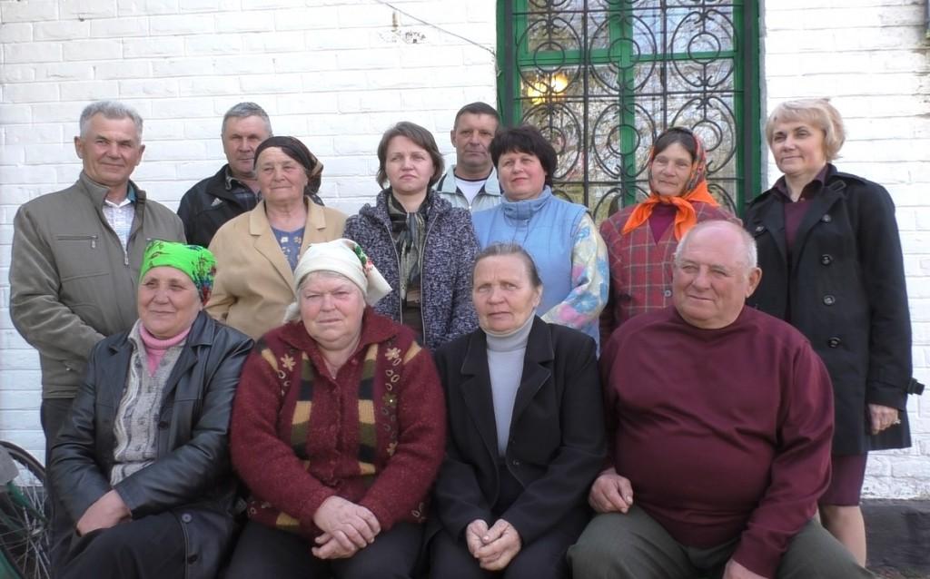 Жителі села та члени народного патруля