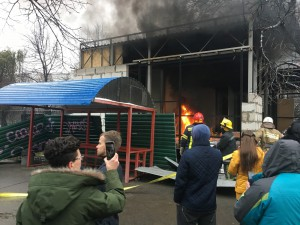 Активісти запалили шини на території незаконного будівництва