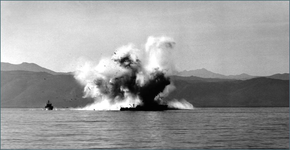 Південнокорейський тральщик YMS 516, що вибухнув на міні спрямованоїдії (ВонсанХарбор) (Школа військово-морських мін Eguermin)
