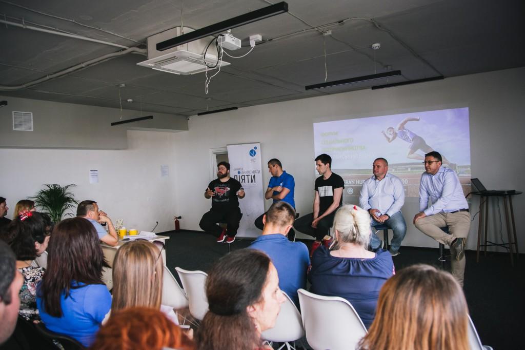 """Після презентації проектів форум продовжився  відкритою дискусією  """"Соціальне підприємництво - інструмент соціально-економічної адаптації ветеранів АТО""""."""