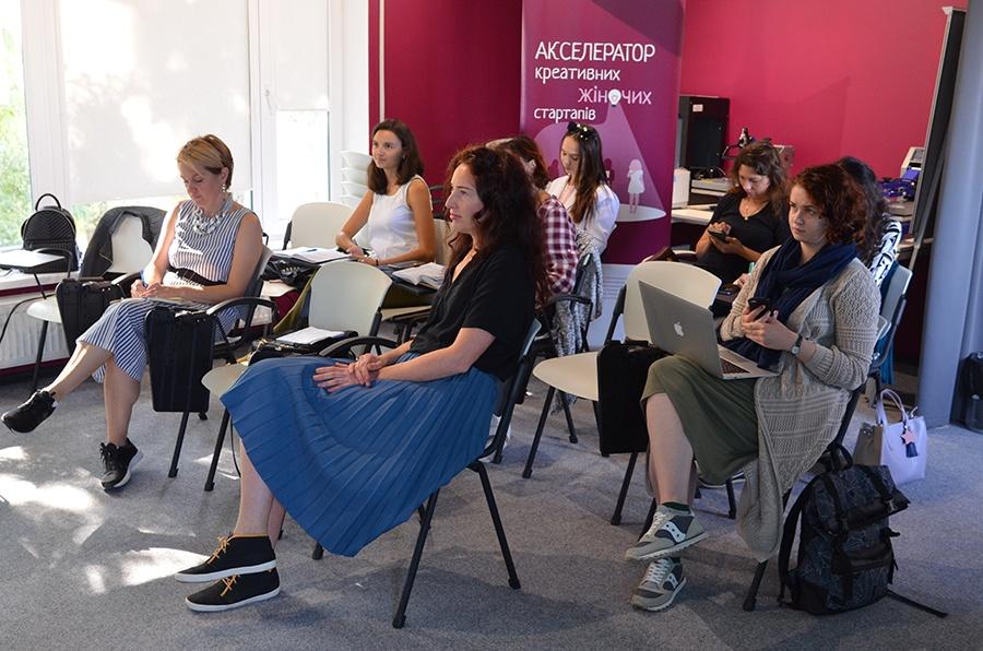 Планування успіху: у Франківську стартувала серія тренінгів в Акселераторі креативних жіночих стартапів
