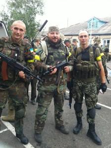 З побратимами з батальйону Айдар. Справа – Ілля Ідель. Фото із сторінки Андрія Юркевича у соцмережі.