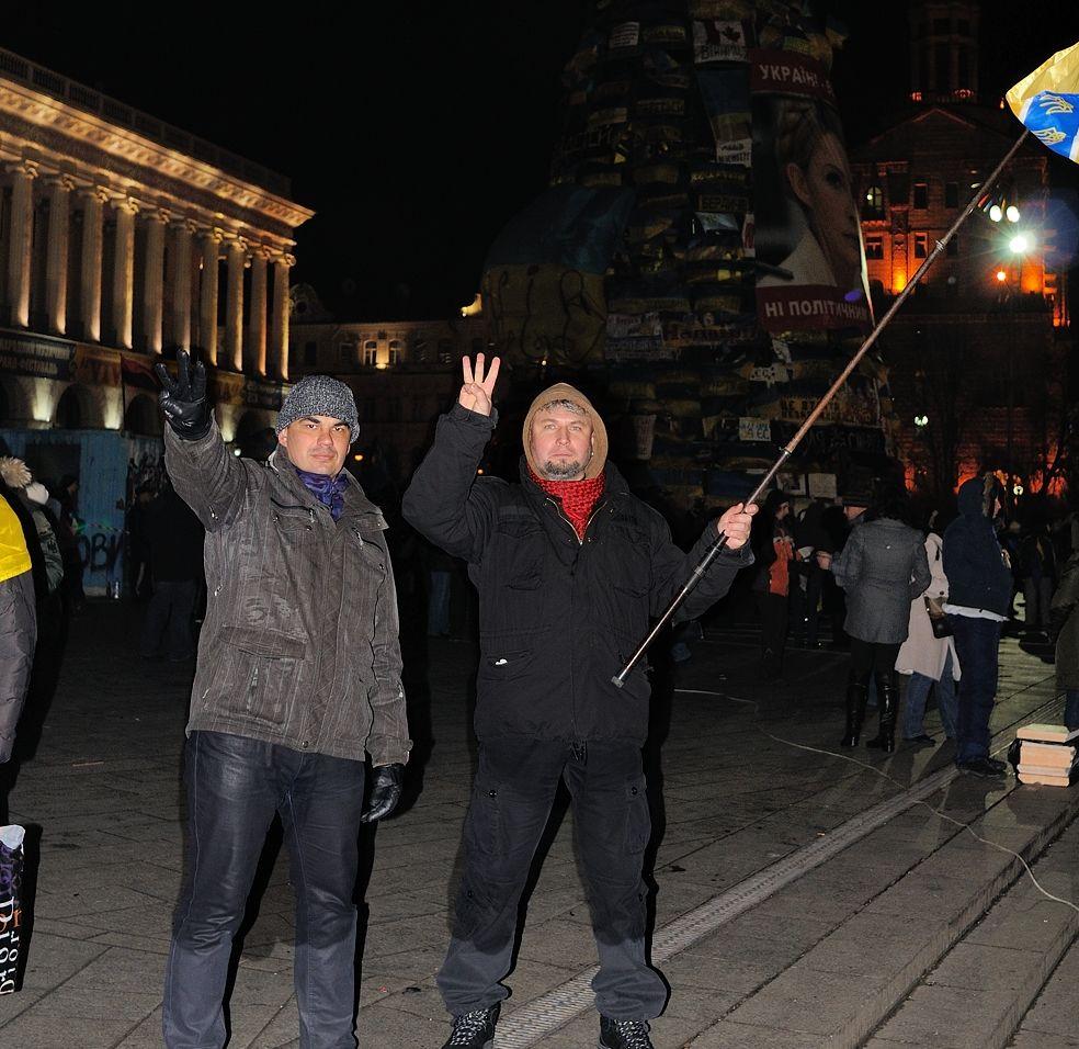 Ігор Сердюк з прапором на Майдані. Автор фотографії: Андрій Тирса