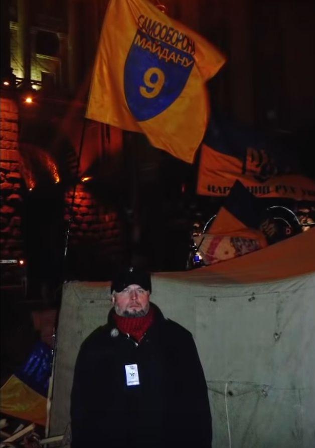 Ігор разом з прапором рідної сотні