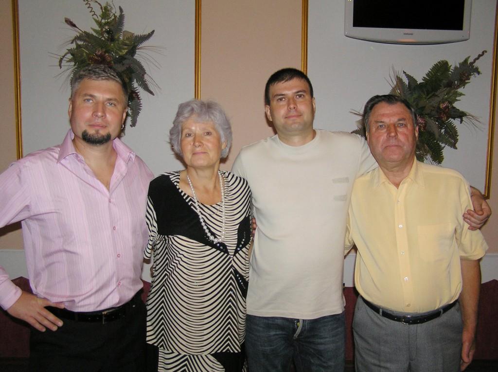 Ігор з батьками та братом
