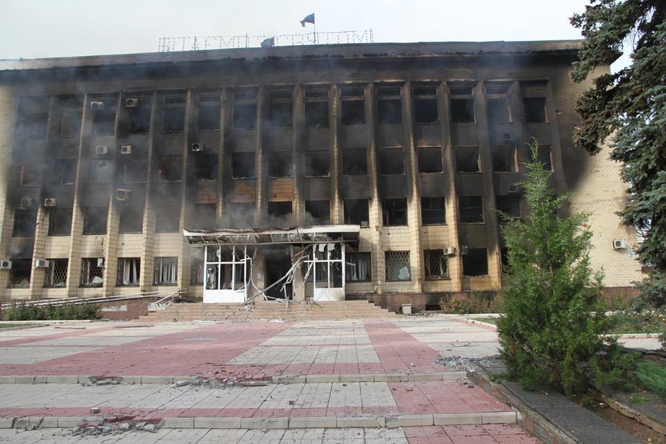 Будівля виконкому Торецька в день звільнення від окупаційних військ.2014 рік.Фото з відкритих джерел