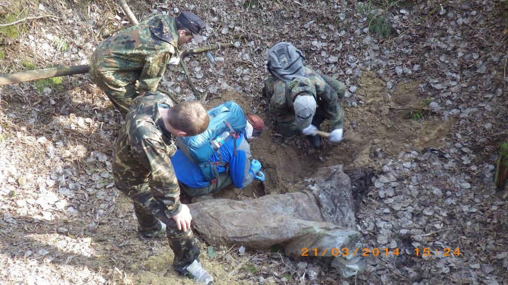 Одна із експедицій по пошуку зниклих майданівців. Фото: Пошукова ініціатива Майдану.