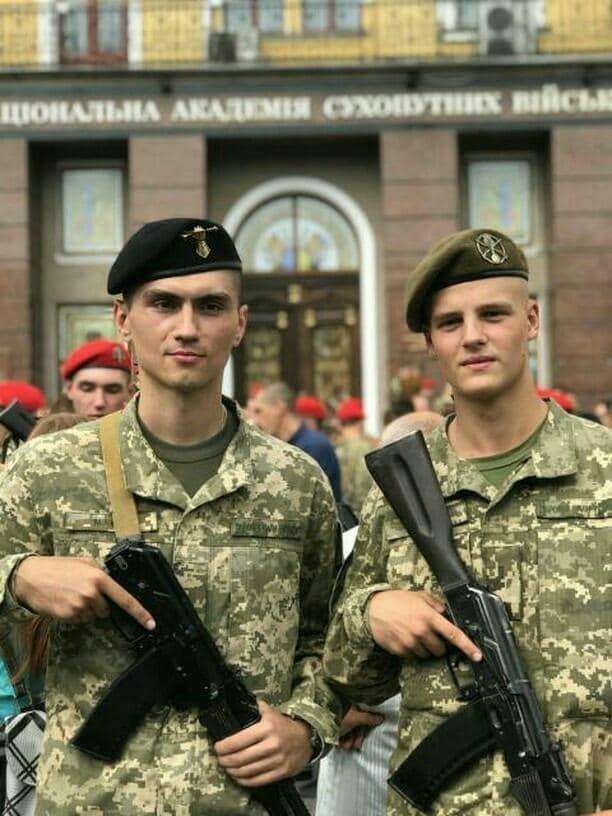 Тарас - курсант академії сухопутних військ імені Петра Сагайдачного.