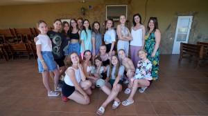 Юні танцівниці приїхали командою у літній табір до Залізного Порту з Київської області.
