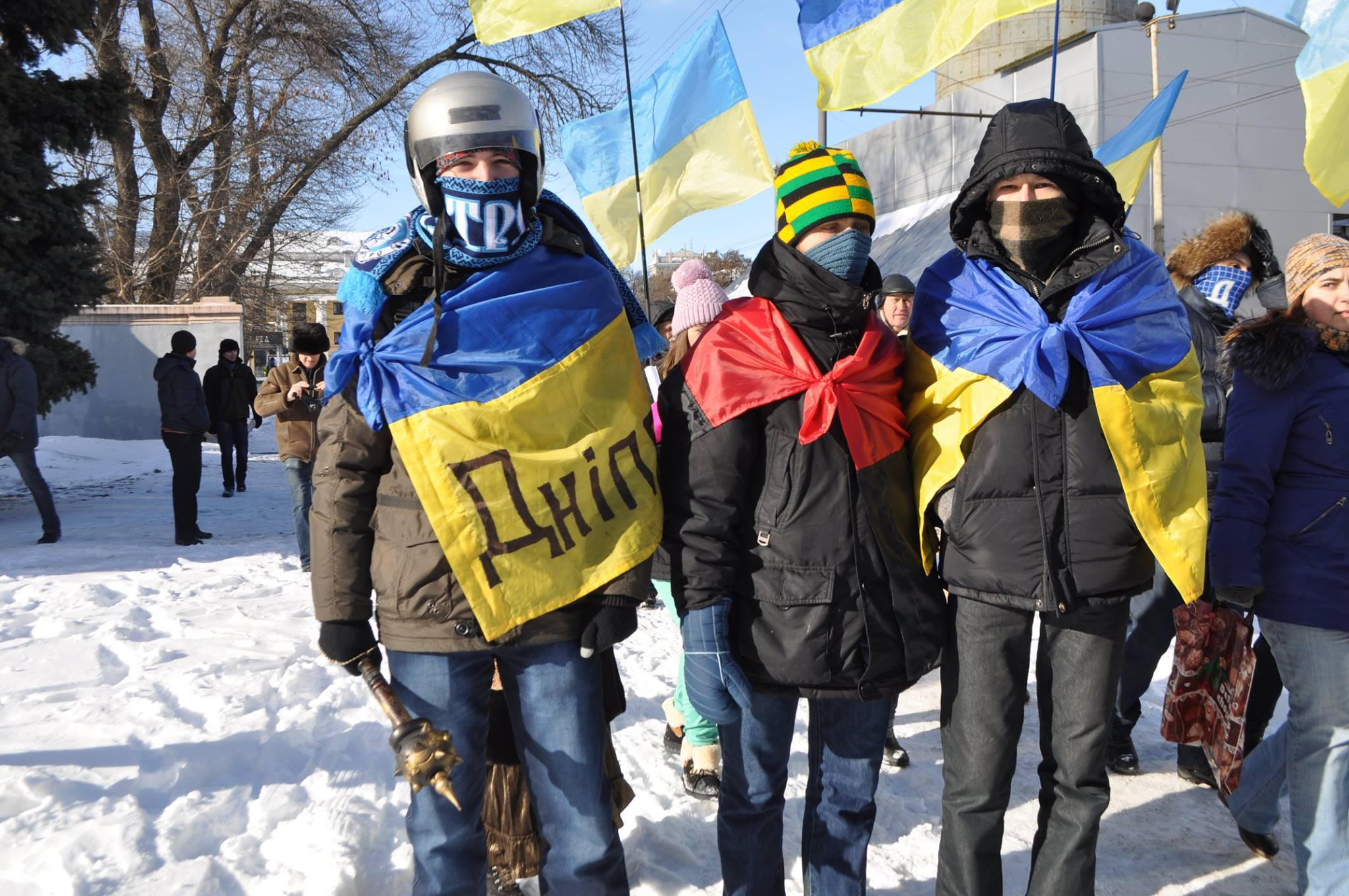 Максим Гошовський (зліва) на Майдані в Дніпрі.
