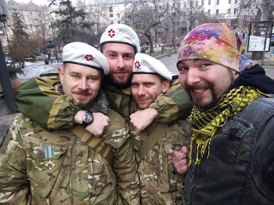 Максим з медиками-волонтерами Майдану Андрієм Кухарем, Андрієм Салагорником і  Юрієм Максимовим.