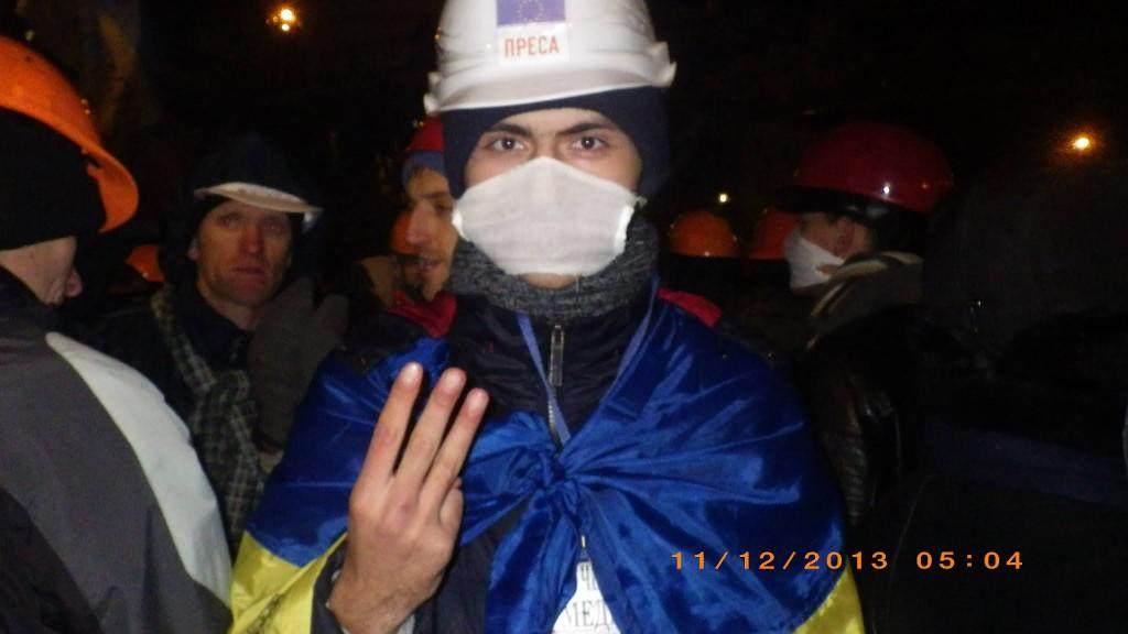 Тарас Матвіїв в ніч штурму Майдану 11 грудня 2013р.