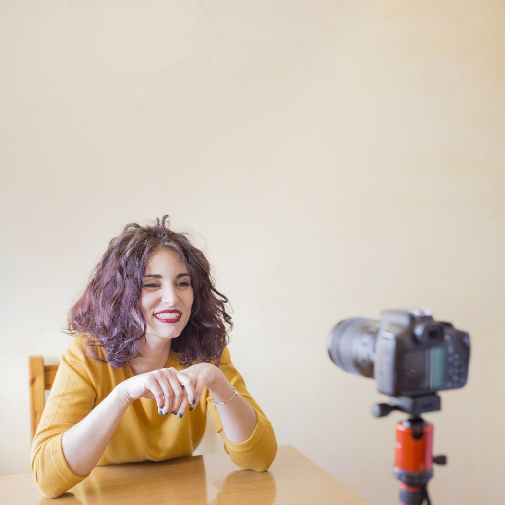 brunette-blogger-recording-video – копія